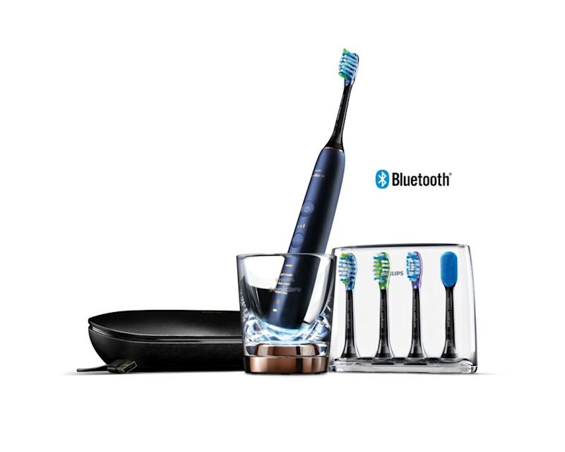 This toothbrush is so clever, it'll pretty much pack your suitcase for you. Source: Philips