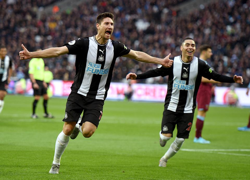 Newcastle United's Federico Fernandez (left) celebrates scoring his side's second goal of the game with teammates during the Premiership match at The London Stadium, London. (Photo by Daniel Hambury/PA Images via Getty Images)