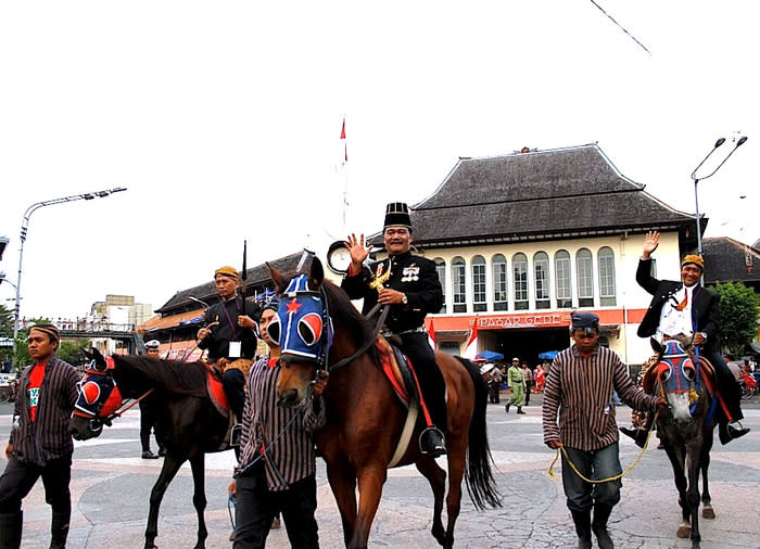 Hundreds join Surakarta's 'Babad Kepatihan' parade
