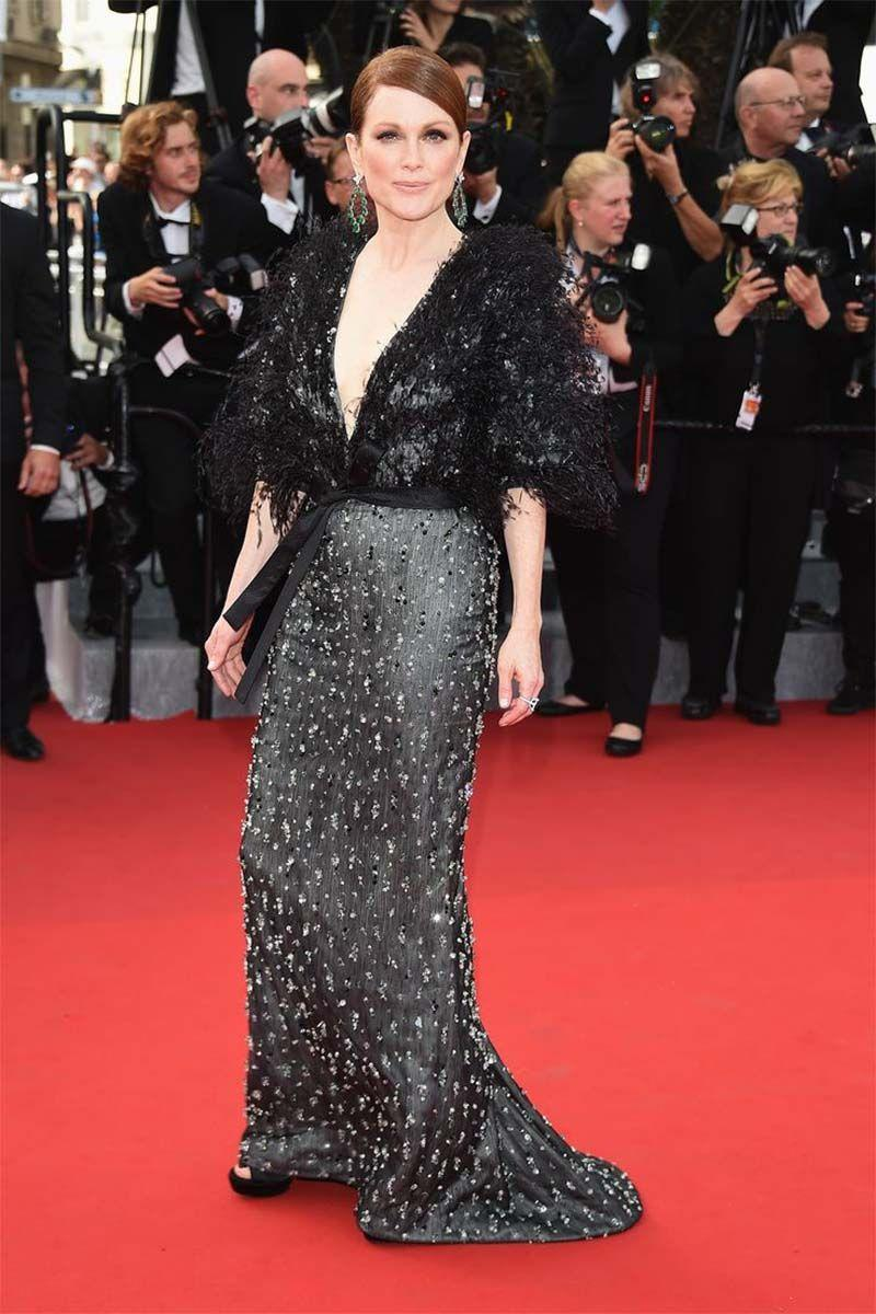<p>Julianne Moore in Chanel Haute Couture</p>