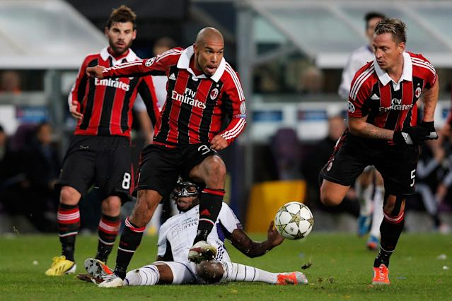ANDERLECHT, BELGIUM - NOVEMBER 21: Dieudonne Mbokani of Anderlecht tackles Nigel De Jong of AC Milan during the UEFA Champions League Group C match between RSC Anderlecht and AC Milan at the Constant Vanden Stock Stadium on November 21, 2012 in Anderlecht, Belgium. (Photo by Dean Mouhtaropoulos/Getty Images)