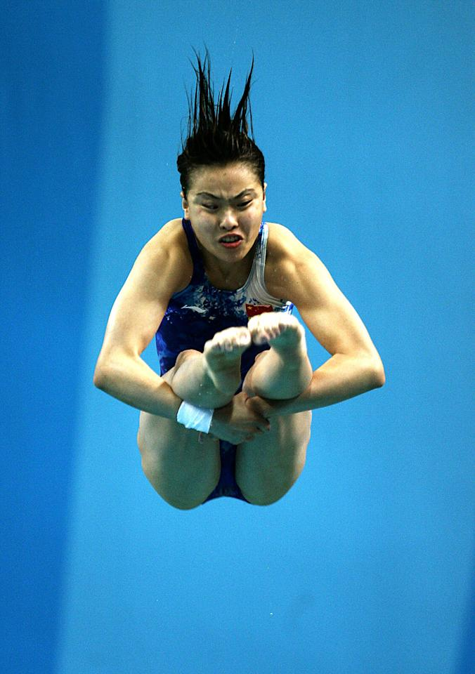 China's Minxia Wu dives in the preliminaries of the women's three metre springboard at the 2004 Olympic Games in Athens.  China's Minxia Wu dives in the preliminaries of the women's three metre springboard at the 2004 Olympic Games in Athens August 25, 2004. Wu qualified for semi-finals with sixth best score in the preliminaries. REUTERS/Damir Sagolj