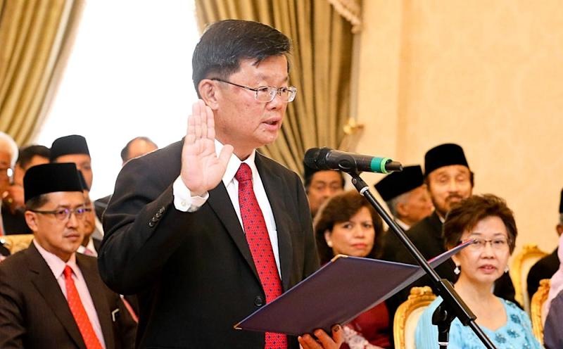Chow is sworn in as mentri besar in the presence of the Penang Yang di-Pertua Negri Tun Abdul Rahman Abbas in George Town May 14, 2018. — Picture by Sayuti Zainudin