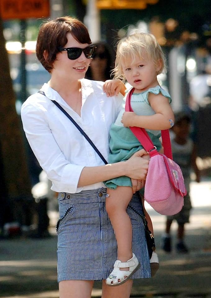 """Just days after her split with Heath Ledger was made public, Michelle Williams was spotted out with her daughter Matilda. Isn't Matilda the """"splitting"""" image of her father? Jason Winslow/Brian Prahl/ <a href=""""http://www.splashnewsonline.com/"""" target=""""new"""">Splash News</a> - September 3, 2007"""