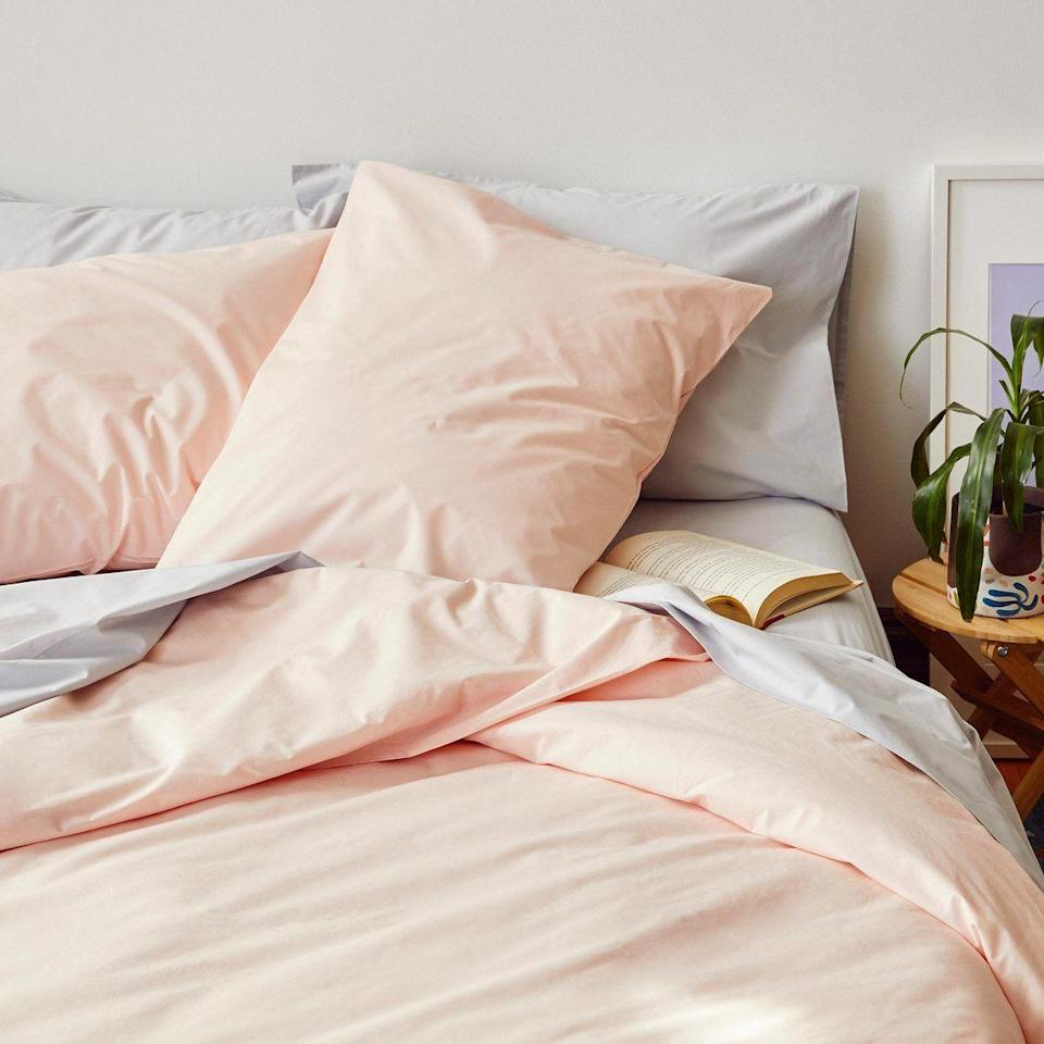 """<p><strong>Brooklinen</strong></p><p>Brook Linen</p><p><strong>$109.00</strong></p><p><a href=""""https://go.redirectingat.com?id=74968X1596630&url=https%3A%2F%2Fwww.brooklinen.com%2Fproducts%2Fclassic-core-sheet-set&sref=https%3A%2F%2Fwww.cosmopolitan.com%2Flifestyle%2Fg31275980%2Fbest-bed-sheets-to-buy%2F"""" rel=""""nofollow noopener"""" target=""""_blank"""" data-ylk=""""slk:shop now"""" class=""""link rapid-noclick-resp"""">shop now</a></p><p>This staple sheet set comes in more than a dozen different colors and patterns so you can easily find something to match your bedroom style. You'll feel like you're lounging in a bed fit for royalty, thanks to the breathable 270 thread count weave, which is ideal for hot sleepers. </p>"""