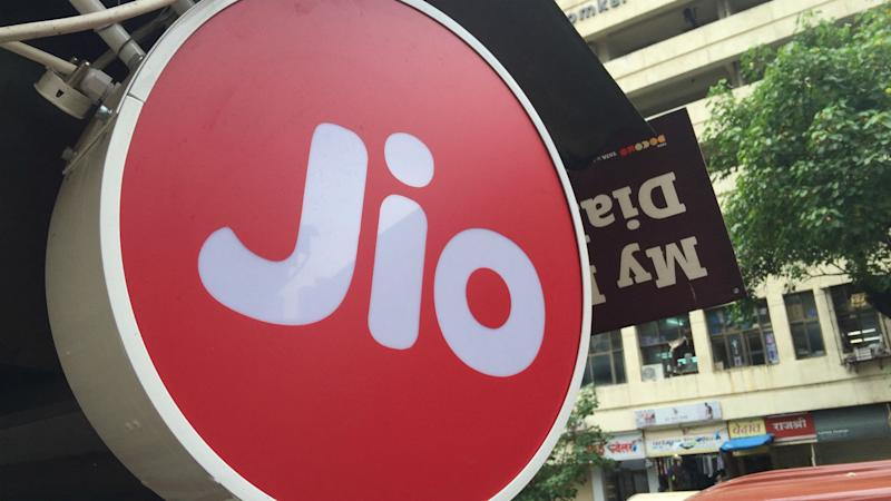 Reliance Jio and Google Working on Affordable 4G Phone for India?