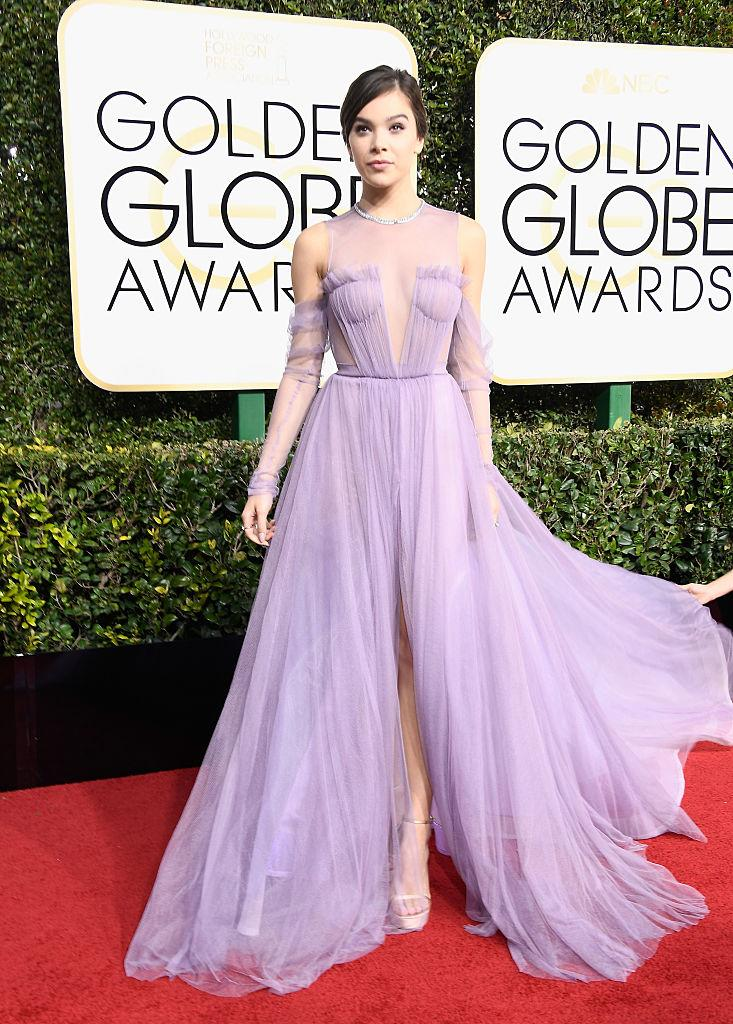 BEVERLY HILLS, CA - JANUARY 08: Singer/actress Hailee Steinfeld attends the 74th Annual Golden Globe Awards at The Beverly Hilton Hotel on January 8, 2017 in Beverly Hills, California. (Photo by Frazer Harrison/Getty Images)