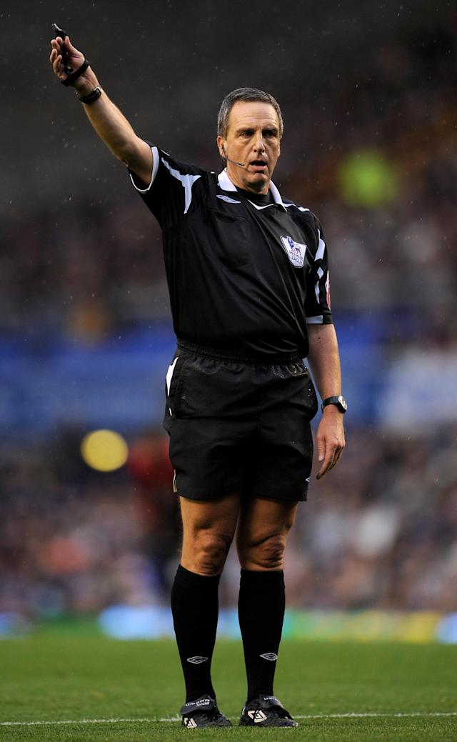 LIVERPOOL, UNITED KINGDOM - OCTOBER 25: Referee Alan Wiley gestures during Barclays Premier League match between Everton and Manchester United at Goodison Park on October 25, 2008 in Liverpool, England. (Photo by Shaun Botterill/Getty Images)
