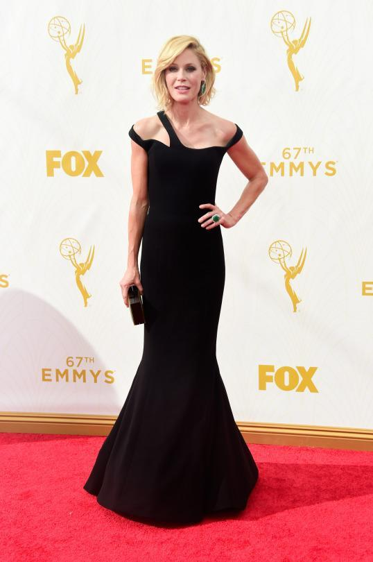 """<p>""""If I don't get him some press up in here, he may not give me another dress,"""" Julie Bowen said of George Chakra. The """"Modern Family"""" actress was in plain ole' black but with some futuristic straps, she managed to break out from the pack.<br></p>"""