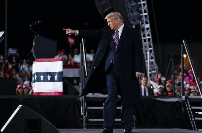"""<span class=""""caption"""">Trump campaigning for votes in Pittsburgh in late September 2020.</span> <span class=""""attribution""""><a class=""""link rapid-noclick-resp"""" href=""""https://newsroom.ap.org/detail/Election2020Trump/1cc484497acf448697d0678ae94de255/photo?Query=Trump%20AND%20campaigning&mediaType=photo&sortBy=arrivaldatetime:desc&dateRange=Anytime&totalCount=23881&currentItemNo=19"""" rel=""""nofollow noopener"""" target=""""_blank"""" data-ylk=""""slk:Evan Vucci/AP"""">Evan Vucci/AP</a></span>"""