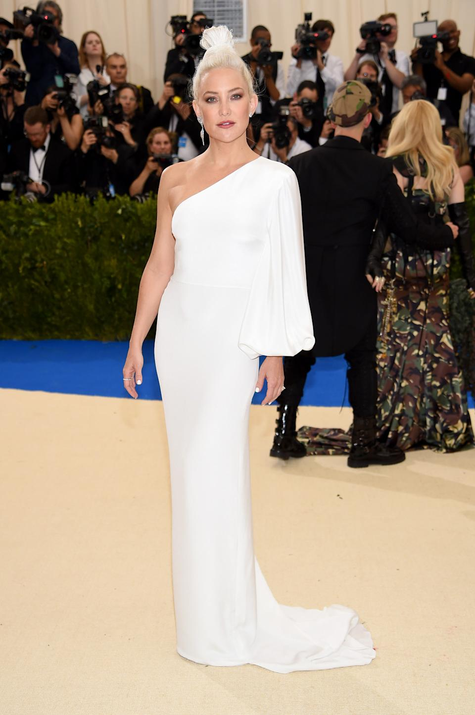 """<h1 class=""""title"""">Kate Hudson in Stella McCartney</h1><cite class=""""credit"""">Photo: Getty Images</cite>"""