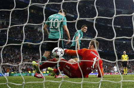 Schalke 04's goalkeeper Fahrmann, Draxler and Papadopoulos react after Real Madrid's third goal scored by Morata during their Champions League last 16 second leg soccer match in Madrid