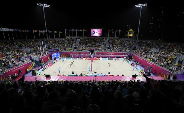 Beach Volleyball - Gold Coast 2018 Commonwealth Games - Women's Gold Medal Match - Australia v Canada - Coolangatta Beachfront - Gold Coast, Australia - April 12, 2018. General view of the match. REUTERS/Athit Perawongmetha