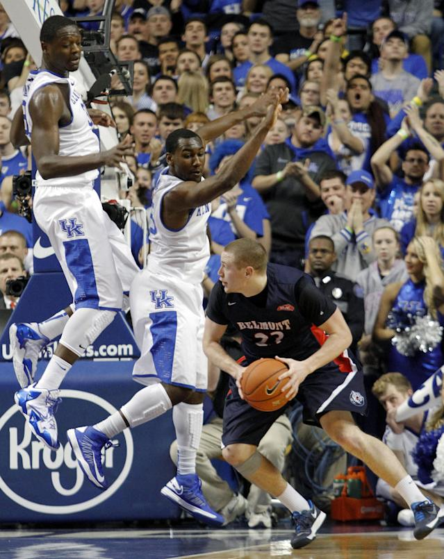 Belmont's Craig Bradshaw looks for an opening on Kentucky's Julius Randle, left, and Dominique Hawkins during the first half of an NCAA college basketball game, Saturday, Dec. 21, 2013, in Lexington, Ky. (AP Photo/James Crisp)