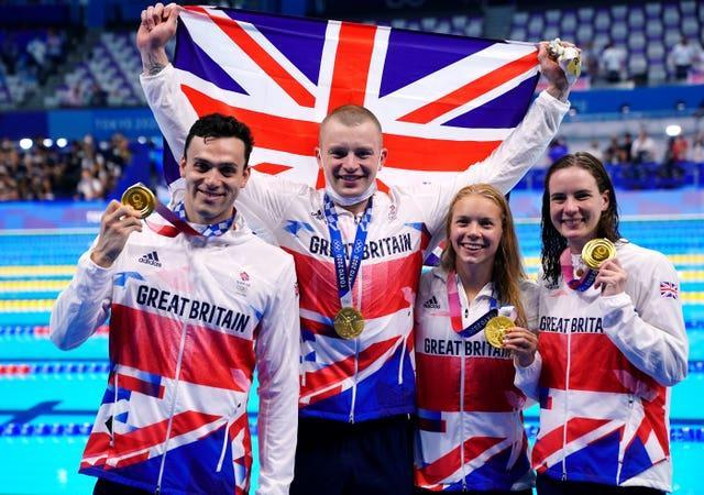 Adam Peaty, James Guy, Anna Hopkin and Kathleen Dawson receive their gold medals for the mixed 4 x 100m medley relay