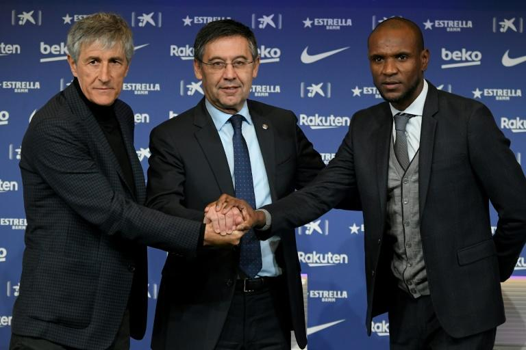 Barcelona's new coach Quique Setien (left) poses with club president Josep Maria Bartomeu (centre) and sporting director Eric Abidal (right) during his official presentation on Tuesday