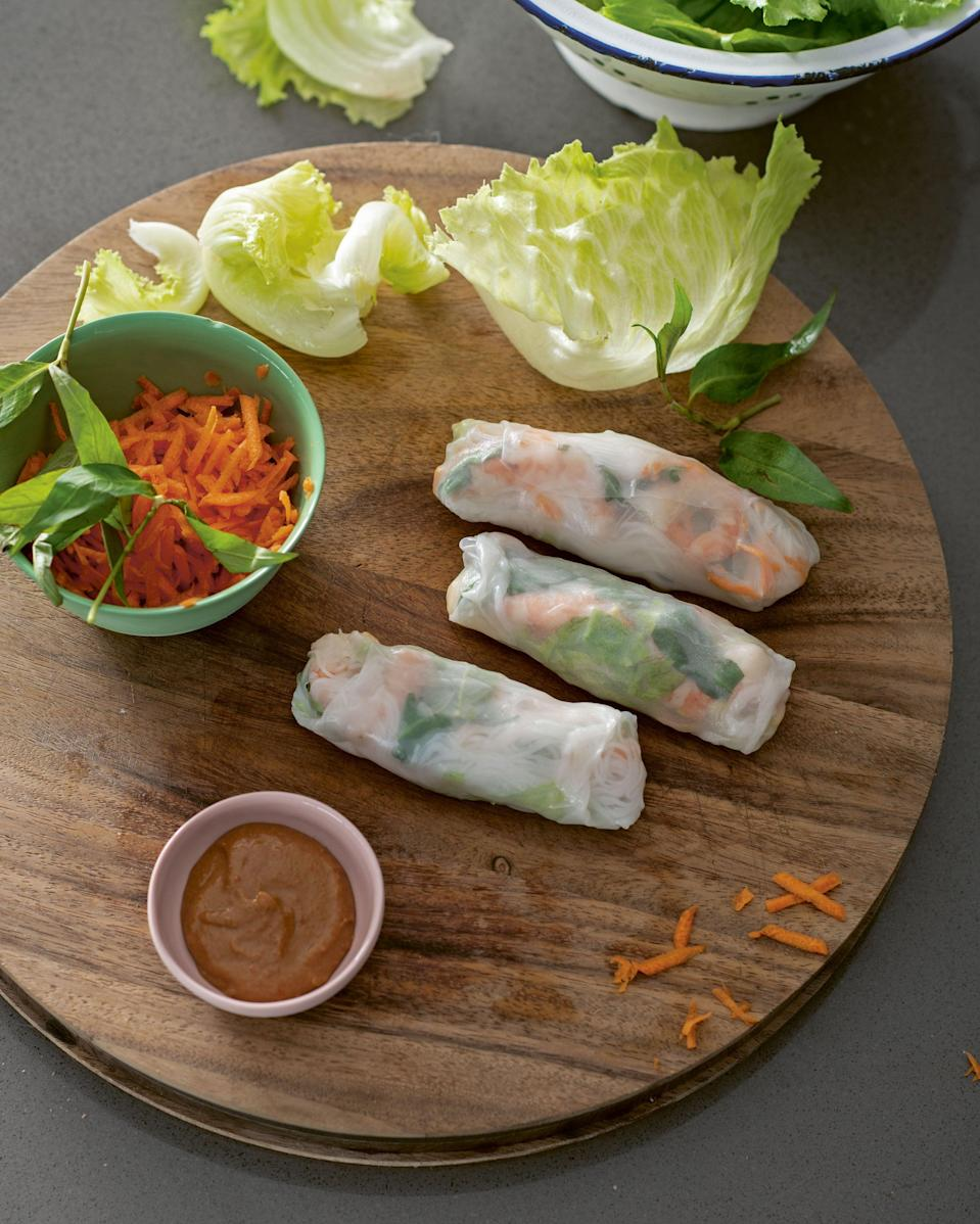 Rice paper rolls with prawns and omeletteAlan Benson