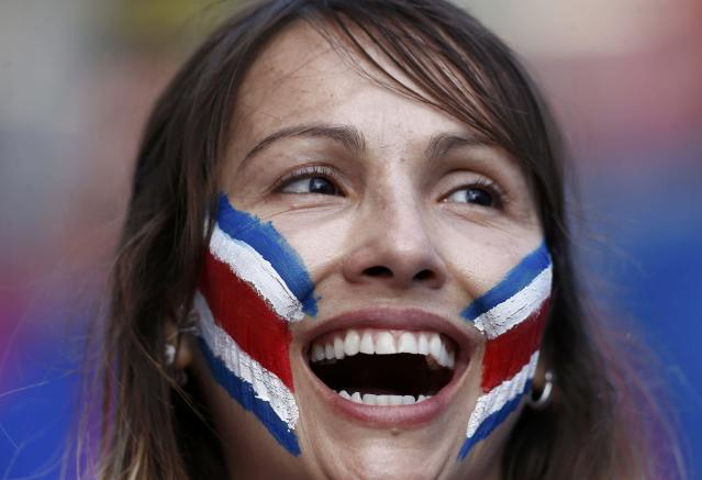 A Costa Rica fan waits for the start of the 2014 World Cup quarter-finals between Costa Rica and the Netherlands at the Fonte Nova arena in Salvador July 5, 2014. REUTERS/Marcos Brindicci (BRAZIL - Tags: SOCCER SPORT WORLD CUP)