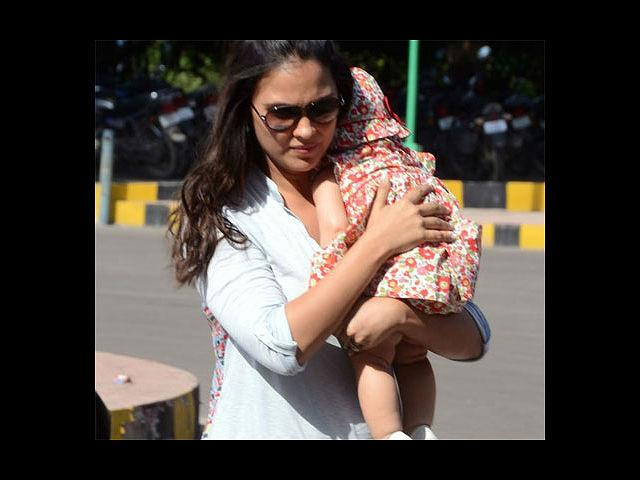 <b>3. Lara Dutta:</b> Okay, now we just seem to be having all beauty queen moms here. Our third pick is the stunning Lara Dutta. She and tennis champ Mahesh Bhupati gave birth to little Shaira on January 20th, 2012. And that hasn't stopped this supermom from acting! The lady will be back on screen with 'Banda Yeh Bindaas Hai' soon, and later this year, 'No Entry Mein Entry'.