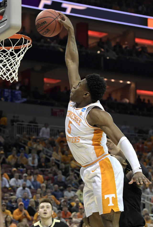 <p>Tennessee's Admiral Schofield dunks during the first half of a men's NCAA Tournament college basketball South Regional semifinal game against Purdue Thursday, March 28, 2019, in Louisville, Ky. (AP Photo/Timothy D. Easley) </p>