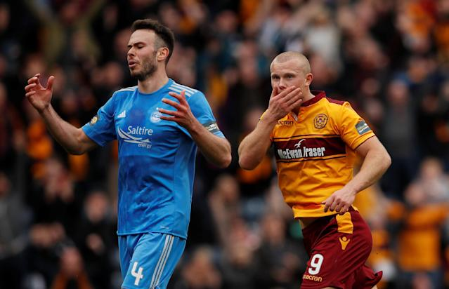 Soccer Football - Scottish Cup Semi-Final - Motherwell vs Aberdeen - Hampden Park, Glasgow, Britain - April 14, 2018 Motherwell's Curtis Main celebrates scoring their third goal as Aberdeen's Andrew Considine looks dejected Action Images via Reuters/Lee Smith