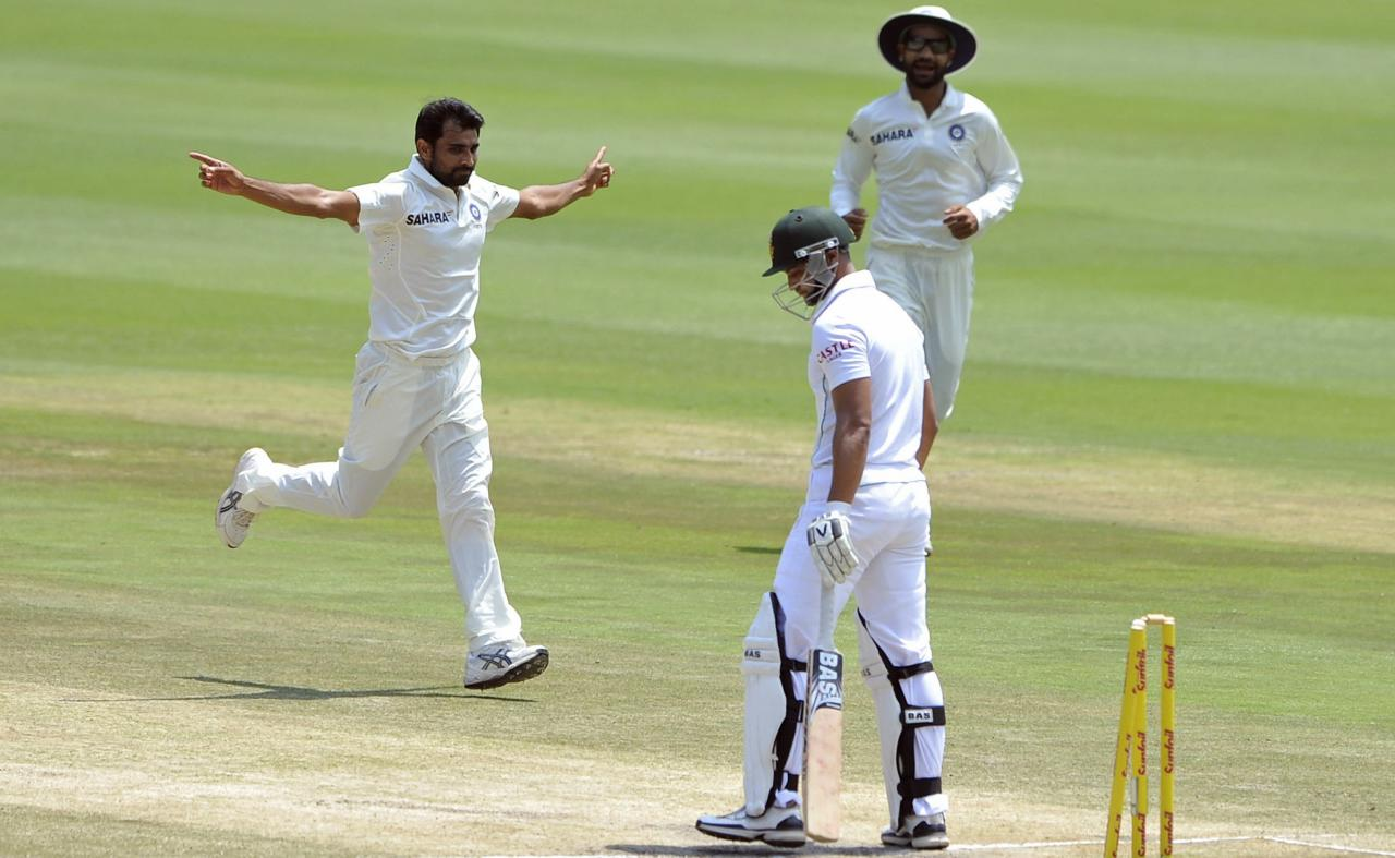 India's Mohammed Shami celebrates after bowling out South Africa's Alviro Petersen (C) during the final day of their cricket test match in Johannesburg, December 22, 2013. REUTERS/Ihsaan Haffejee (SOUTH AFRICA - Tags: SPORT CRICKET)