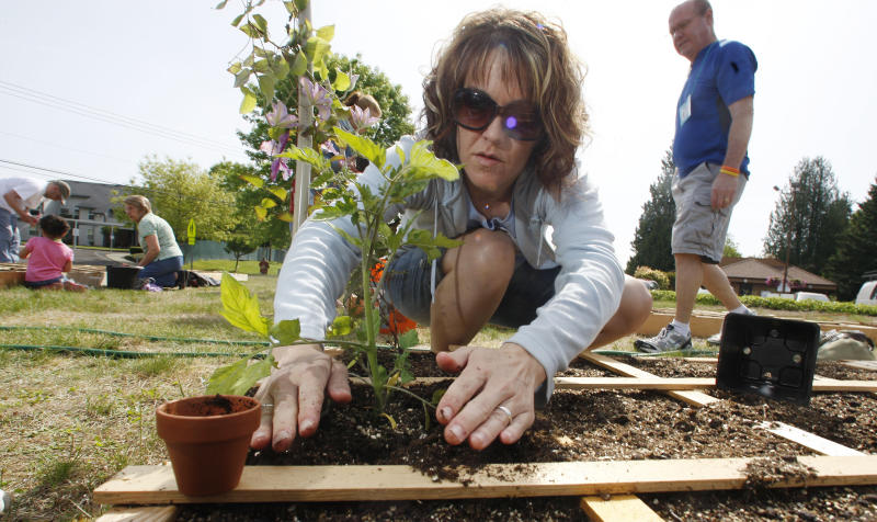 FILE - Nicole Wells works in a community garden at the Sherwood Presbyterian Church in Sherwood, Ore. on Saturday, May 15, 2010. Women have another good reason to exercise: It may help prevent kidney stones. You don't have to break a sweat or be a super athlete, either. According to the study, which was to be discussed Friday, May 3, 2013 at an American Urological Association conference in San Diego, the exercise intensity didn't matter -  just how much women got each week. (AP Photo/Rick Bowmer)