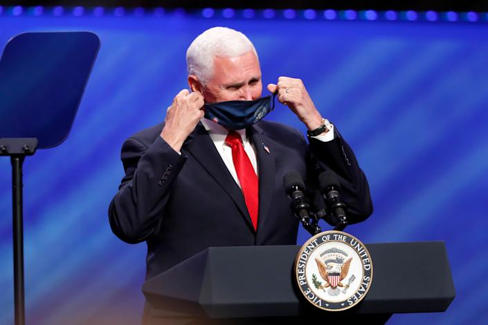Vice President Mike Pence removes his mask to make comments at First Baptist Church Dallas. (Photo: AP Photo/Tony Gutierrez)