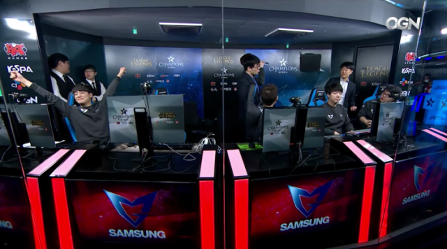 A happy and victorious Samsung team in 2017 LCK Spring Week 9 (OnGameNet/Twitch)