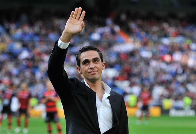 MADRID, SPAIN - OCTOBER 20: Cyclist Alberto Contador waves to the crowd before the La Liga match between Real Madrid CF and RC Deportivo La Coruna at Bernabeu on October 20, 2012 in Madrid, Spain. (Photo by Gonzalo Arroyo Moreno/Getty Images)