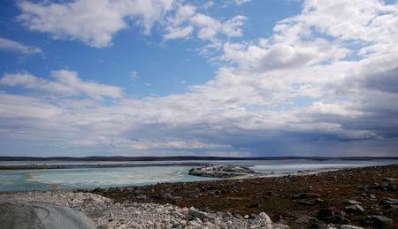 FILE PHOTO: A view of the tundra landscape around the Meadowbank open-pit mine in Nunavut June 28, 2011. /File Photo