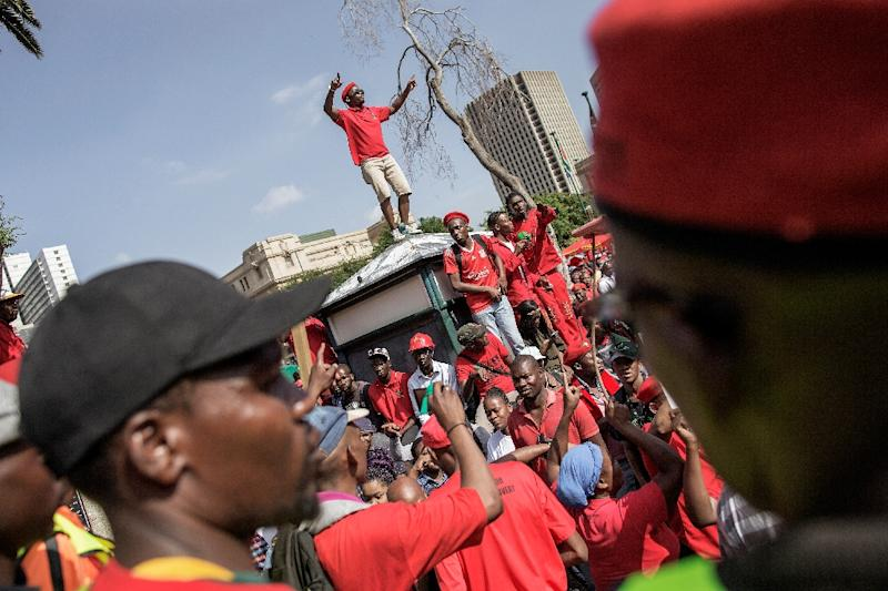 Members of South African opposition party Economic Freedom Fighters rally in Pretoria on November 2, 2016 for the release of a report into corruption allegations against Jacob Zuma (AFP Photo/Gianluigi Guercia)