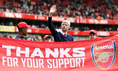 FILE PHOTO: Soccer Football - Arsenal v Aston Villa - Barclays Premier League - Emirates Stadium - May 15, 2016. Arsenal manager Arsene Wenger during the lap of honour at the end of the match REUTERS/Stefan Wermuth/File Photo/Files