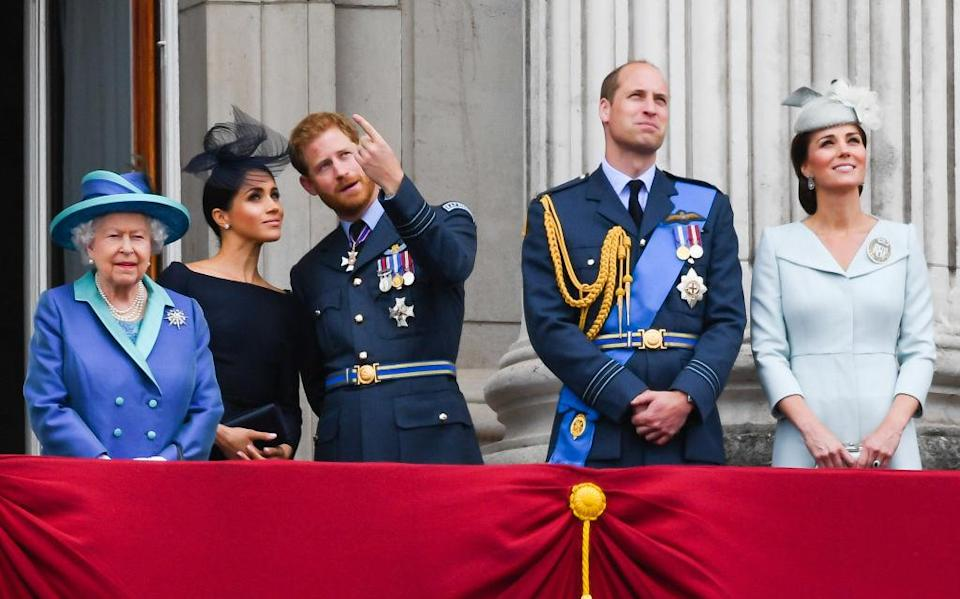 LONDON, UNITED KINGDOM - JULY 1O: Queen Elizabeth ll, Meghan, Duchess of Sussex, Prince Harry, Duke of Sussex, Prince William, Duke of Cambridge and Catherine, Duchess of Cambridge stand on the balcony of Buckingham Palace to view a flypast to mark the centenary of the Royal Air Force (RAF) on July 10, 2018 in London, England. (Photo by Anwar Hussein/WireImage)