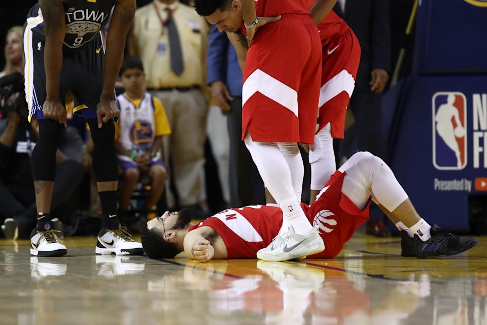 Fred VanVleet #23 of the Toronto Raptors reacts after taking an elbow to the forehead against the Golden State Warriors in the second half during Game Four of the 2019 NBA Finals at ORACLE Arena on June 07, 2019 in Oakland, California. (Photo by Ezra Shaw/Getty Images)