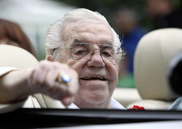 Lou Duva, a member of the International Boxing Hall of Fame, died Wednesday at 94. (The Associated Press)