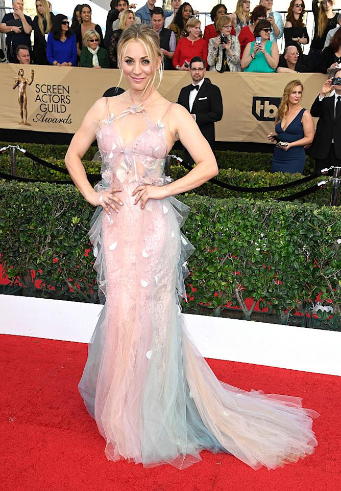 <p>Kaley Cuoco kept her hair and makeup simple so she could let her Marchesa gown do the talking. The rainbow watercolor number, featuring layers of tulle, was fit for a fairy. (Photo: Getty Images) </p>