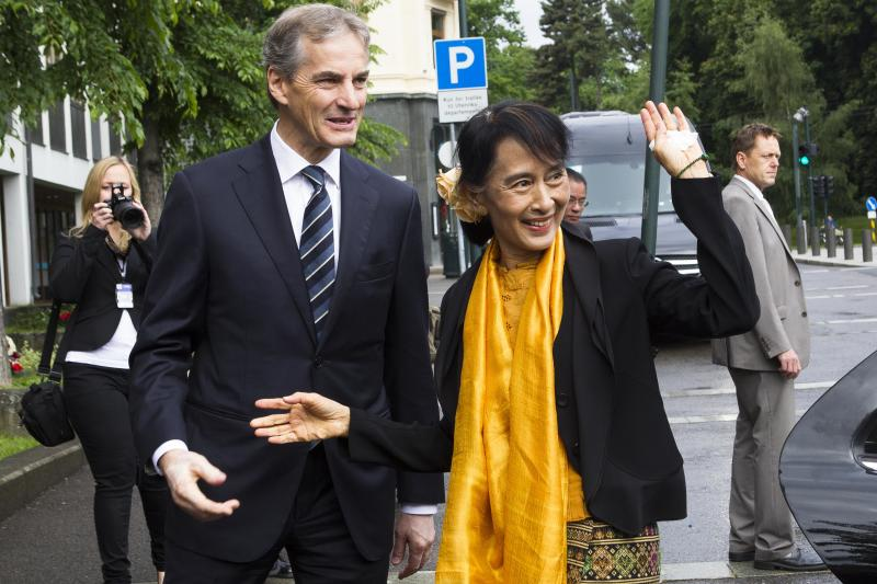 Norway's Foreign Minister Jonas Gahr Store, left, welcomes Myanmar opposition leader Aung San Suu Kyi at the Foreign Ministry for a meeting in Oslo, Sunday, June 17, 2012. Myanmar opposition leader Aung San Suu Kyi said Saturday at a Nobel Prize lecture that the Nobel Peace Prize she won while under house arrest 21 years ago helped to shatter her sense of isolation and ensured that the world would demand democracy in her military-controlled homeland. (AP Photo/Markus Schreiber)