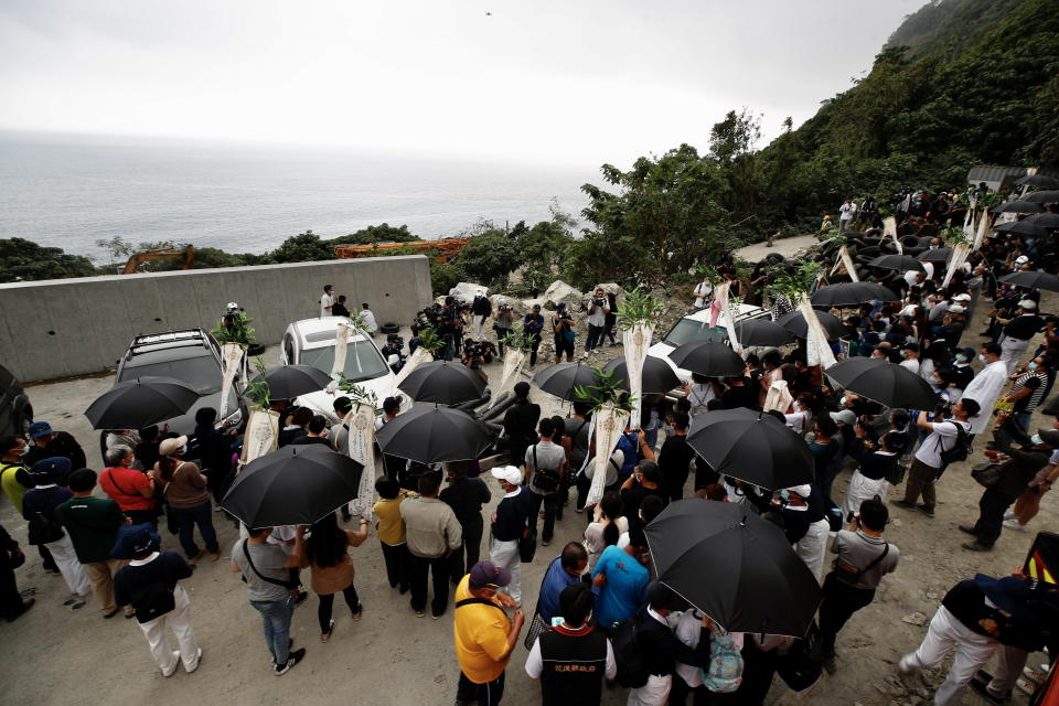 Mourners of Taiwan's derailment victims at the scene.