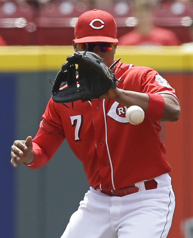 Cincinnati Reds second baseman Ramon Santiago fields a ground ball hit by Arizona Diamondbacks' David Peralta in the first inning of a baseball game, Wednesday, July 30, 2014, in Cincinnati. Santiago threw Peralta out at first. (AP Photo/Al Behrman)