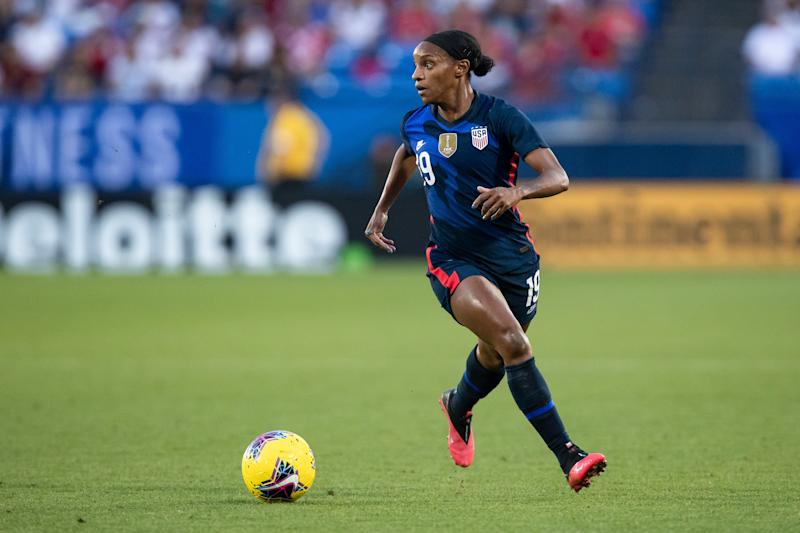 FRISCO, TX - MARCH 11: USA midfielder Crystal Dunn (#19) looks for an open teammate during the SheBelieves Cup soccer game between the USA and Japan on March 11, 2020, at Toyota Stadium in Frisco, TX. (Photo by Matthew Visinsky/Icon Sportswire via Getty Images)