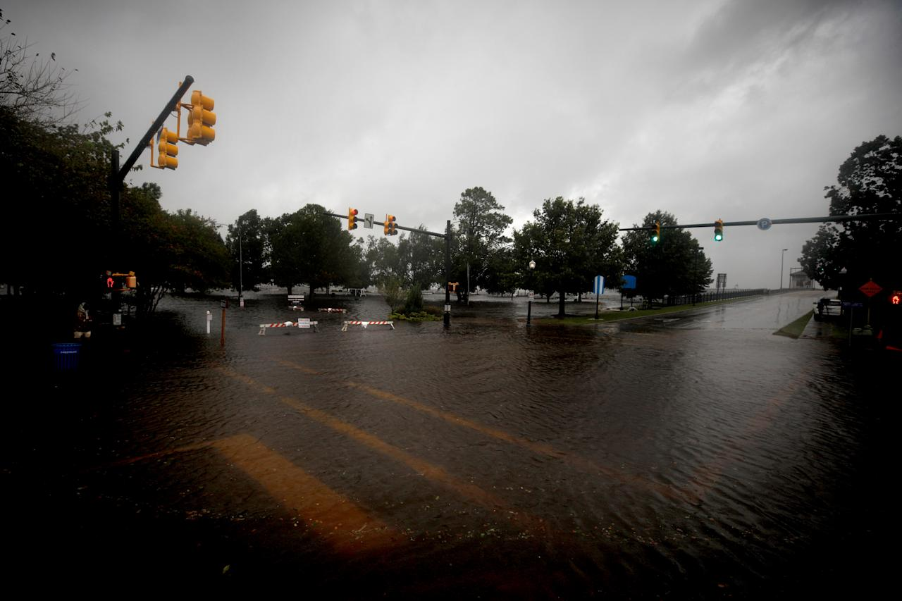 <p>A flooded street is seen as the outer bands of Hurricane Florence hits in New Bern, N.C. on Sept. 13, 2018. Hurricane Florence is expected to arrive on Friday along the North Carolina and South Carolina coastline. (Photo: Atlgan Ozdil/Anadolu Agency/Getty Images) </p>