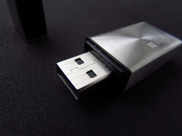 This USB stick is basically directly out of a sci-fi movie and we're scared