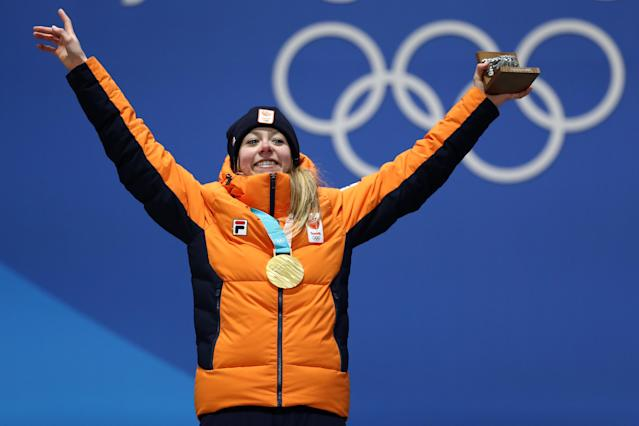 <p>Gold medalist Esmee Visser of the Netherlands celebrates during the medal ceremony for the Ladies' Speed Skating 5000m on day eight of the PyeongChang 2018 Winter Olympic Games at Medal Plaza on February 17, 2018 in Pyeongchang-gun, South Korea. (Photo by Ryan Pierse/Getty Images) </p>