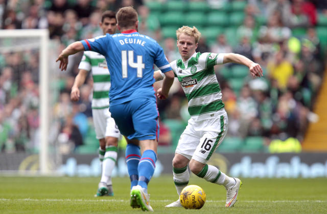 "Football - Celtic v Inverness Caledonian Thistle - Ladbrokes Scottish Premiership - Celtic Park - 15/8/15 Celtic's Gary Mackay Steven (R) in action with Inverness Caledonian Thistle's Danny Devine Action Images via Reuters / Graham Stuart Livepic EDITORIAL USE ONLY. No use with unauthorized audio, video, data, fixture lists, club/league logos or ""live"" services. Online in-match use limited to 45 images, no video emulation. No use in betting, games or single club/league/player publications. Please contact your account representative for further details."