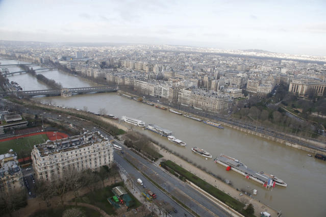 <p>The banks of river Seine are flooded in Paris, France, Friday, Jan. 26, 2018. (Photo: Michel Euler/AP) </p>