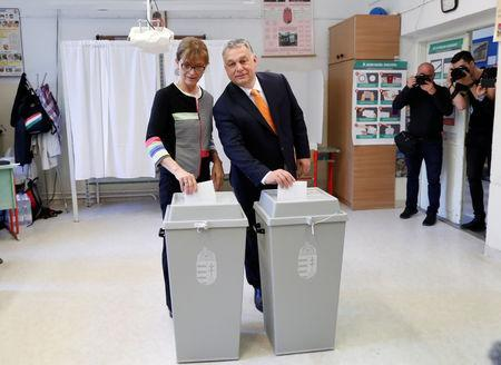 FILE PHOTO: Hungarian Prime Minister Viktor Orban and his wife Aniko Levai cast their ballots during the European Parliament Elections in Budapest, Hungary, May 26, 2019. REUTERS/Bernadett Szabo