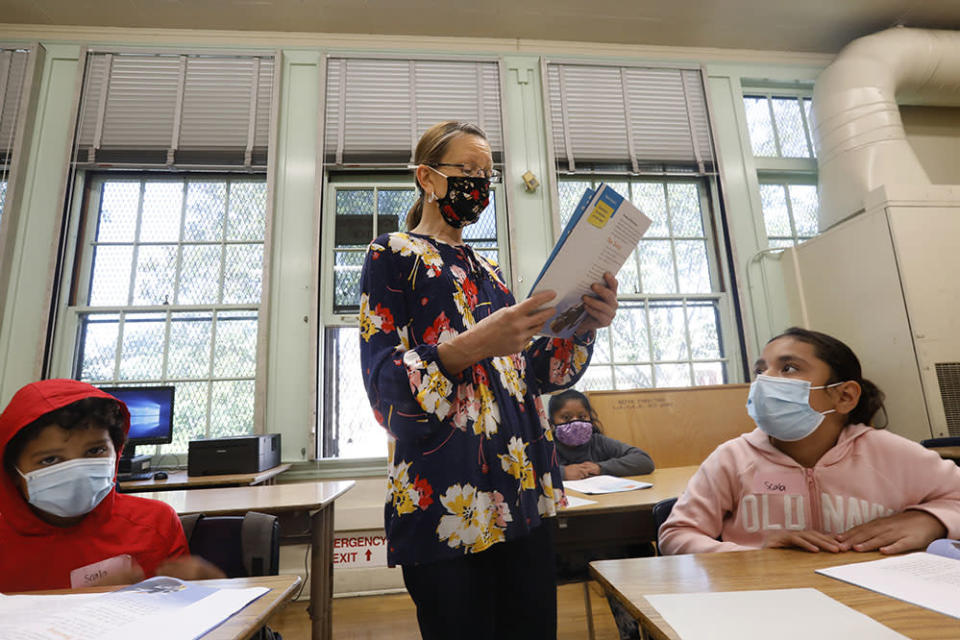 Teacher Dorene Scala teaches third grade during summer school at Hooper Avenue School in the Los Angeles Unified School District. Some districts have struggled to find summer school teachers, even with higher wages. (Carolyn Cole / Los Angeles Times / Getty Images)