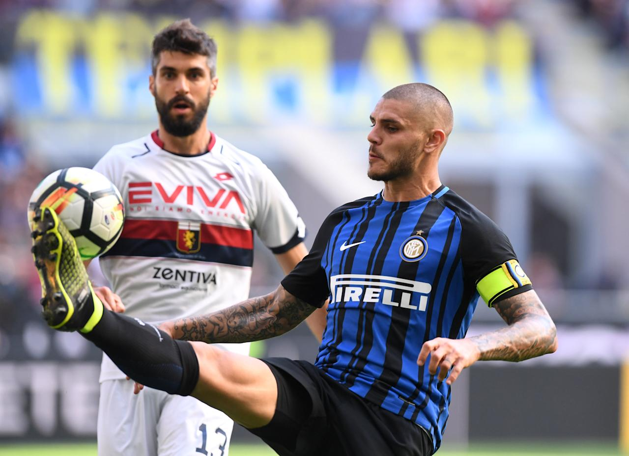 Soccer Football - Serie A - Inter Milan vs Genoa -  San Siro Stadium, Milan, Italy - September 24, 2017   Inter Milan's Mauro Icardi in action with Genoa's Luca Rossettini    REUTERS/Alberto Lingria