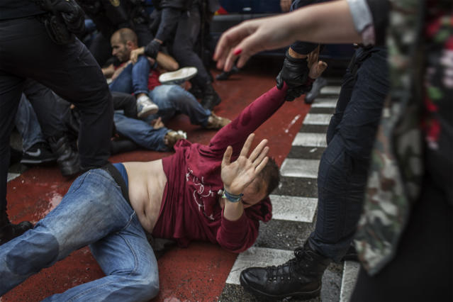 <p>People clash with Spanish police officers outside the Ramon Llull polling station in Barcelona Oct. 1, 2017 during a referendum on independence for Catalonia banned by Madrid. (Photo: Fabio Bucciarelli/AFP/Getty Images) </p>